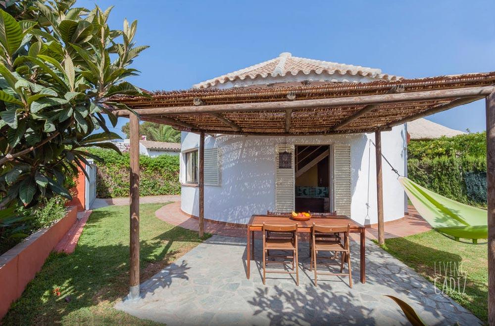 Casa circular zahora para vacaciones en familia for Casas en zahora con piscina