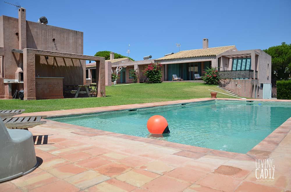 Colonial Roche 1 Pool