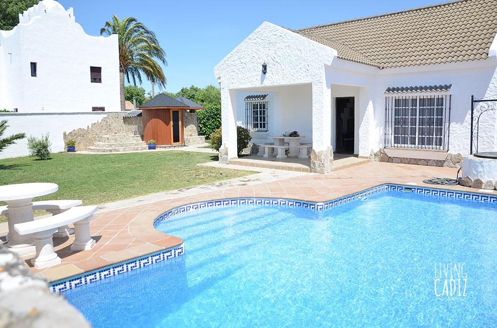 Casa en alquiler vacacional con piscina en Zahora