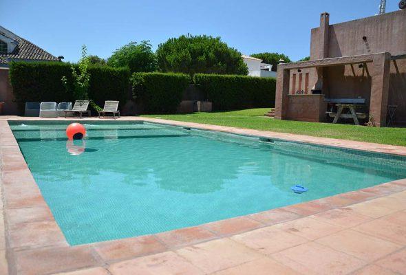 Casas en roche cadiz para vacaciones for Casas vacacionales con piscina