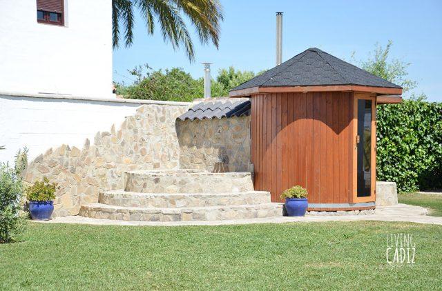 Sauna y bañera de piedra exterior con agua fria/caliente
