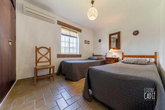 Habitación doble con camas individuales en planta baja