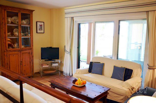 Sala de estar con acceso al porche