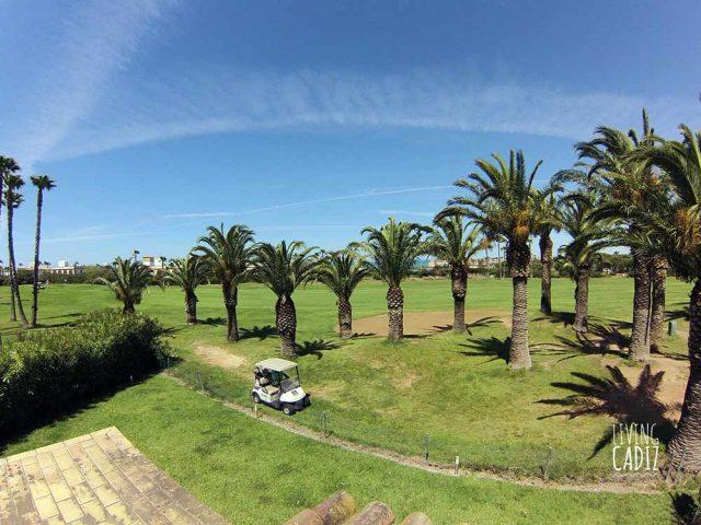 Vistas de la terraza al mar y campo de golf