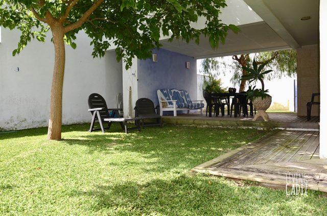 Porche exterior y jardín