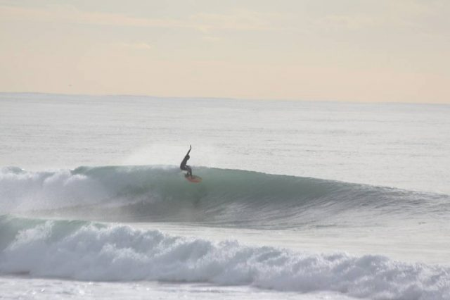 Surf en frente de la casa