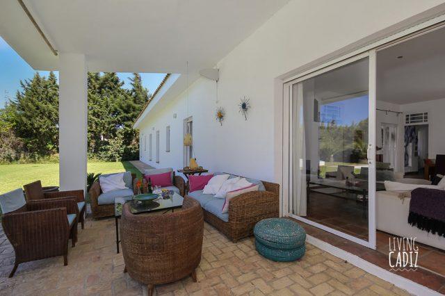 Terraza equipada a poniente en villa Nora