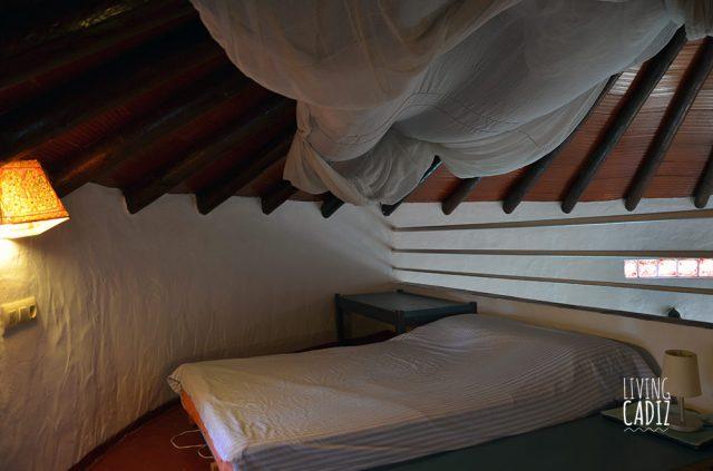 Cama doble en dormitorio de planta superior