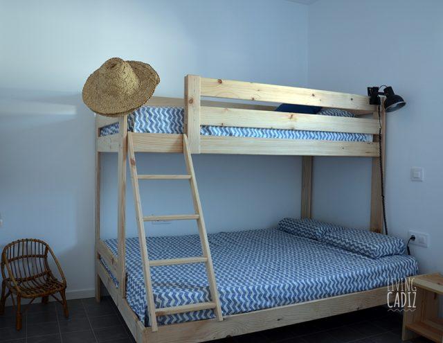 Dormitorio secundario con litera triple